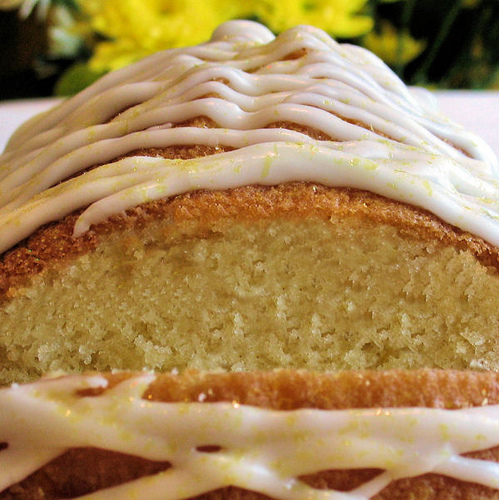 Lemon drizzle cake recipe with icing